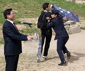 Священный огонь и олимпийские наручники