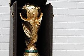 Бесценный футбольный трофей