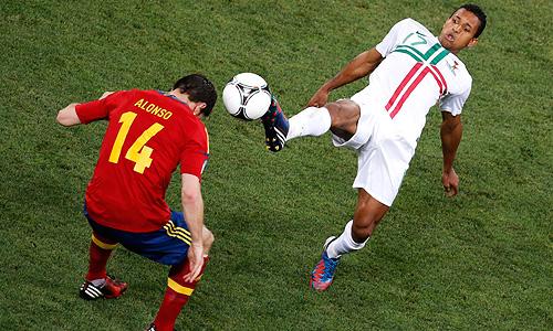 Сборная Испании по футболу стала первым финалистом Чемпионата Европы 2012 года.