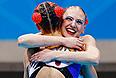"""Первое """"золото"""" вторника принесли синхронистки Наталья Ищенко и Светлана Ромашина. Синхронное плавание – один из немногих видов спорта, за который российские болельщики не переживают, а любое место кроме первого равнозначно катастрофе."""