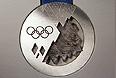 Серебряная медаль на презентации комплекта медалей Олимпийских и Паралимпийских игр 2014.
