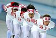 Справа налево: Иван Скобрев и Денис Юсков (Россия) на тренировке перед началом XXII зимних Олимпийских игр в Сочи.