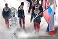 Знаменосец сборной России Александр Зубков во время парада атлетов и членов национальных делегаций на церемонии открытия XXII зимних Олимпийских игр в Сочи.