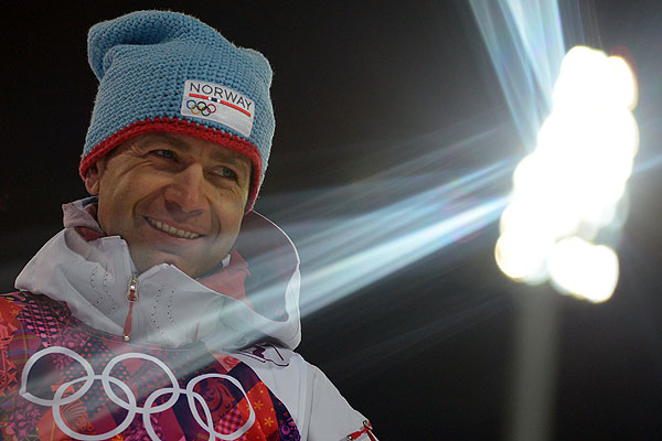 Биатлонист сборной Норвегии Уле Эйнар Бьорндален стал олимпийским чемпионом Сочи в спринтерской гонке. В Сочи он завоевал свое седьмое олимпийское золото.
