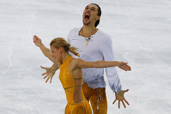 Российские фигуристы Татьяна Волосожар и Максим Траньков завоевали золотые медали в парном катании.