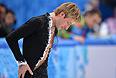 В четверг на Олимпиаде в Сочи Евгений Плющенко снялся с соревнований одиночников из-за усугубившейся травмы спины в командных соревнованиях. Окончательно он травмировал спину на разминке перед короткой программой.