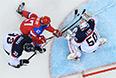 Слева направо: Здено Хара (Словакия), Александр Радулов (Россия) и вратарь Ян Лацо (Словакия) в матче группового этапа между сборными командами России и Словакии на соревнованиях по хоккею среди мужчин на XXII зимних Олимпийских играх в Сочи.