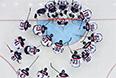 Игроки сборной Словакии перед матчем группового этапа между сборными командами России и Словакии на соревнованиях по хоккею среди мужчин на XXII зимних Олимпийских играх в Сочи.