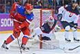 Слева направо: Александр Радулов (Россия), вратарь Ян Лацо (Словакия) и Петер Олвецкий (Словакия) в матче группового этапа между сборными командами России и Словакии на соревнованиях по хоккею среди мужчин на XXII зимних Олимпийских играх в Сочи.