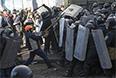 Противостояние манифестантов с милицией в центре Киева.
