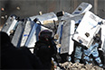 21 сотрудник правоохранительных органов доставлен на лечение во вторник в главный госпиталь министерства обороны, сообщили в ведомстве.   Согласно информации пресс-службы оборонного ведомства, у них зафиксированы ранения грудной клетки, конечностей, ожоги лица, другие травмы и ранения.