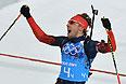 Антон Шипулин (Россия) на финише эстафетной гонки в соревнованиях по биатлону среди мужчин.