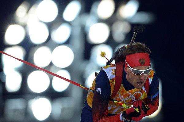 Дмитрий Малышко (Россия) на дистанции эстафетной гонки в соревнованиях по биатлону среди мужчин.