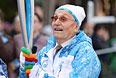Участник Великой Отечественной войны Павел Сюткин во время эстафеты паралимпийского огня в Сочи.