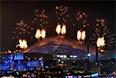 """Салют над стадионом """"Фишт"""" во время церемонии открытия XI зимних Паралимпийских игр в Сочи."""