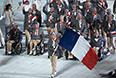 Представители Франции во время парада атлетов и членов национальных делегаций на церемонии открытия XI зимних Паралимпийских игр в Сочи.