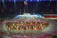 Поднятие национального флага России на церемонии открытия XI зимних Паралимпийских игр в Сочи.