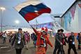 Зрители прибывают на церемонию открытия XI зимних Паралимпийских игр.