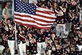 Представители США во время парада атлетов и членов национальных делегаций на церемонии открытия XI зимних Паралимпийских игр в Сочи.