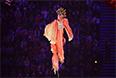 Артистка во время театрализованного представления на церемонии открытия XI зимних Паралимпийских игр в Сочи.