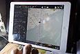 Карта маршрутов поиска самолета Boeing-777 Malaysia Airlines на экране iPad.