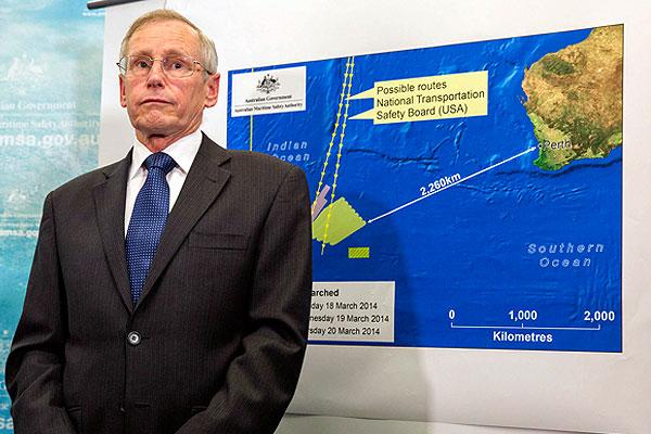 Представитель Австралийской службы спасения на море Джон Янг во время пресс-брифинга.
