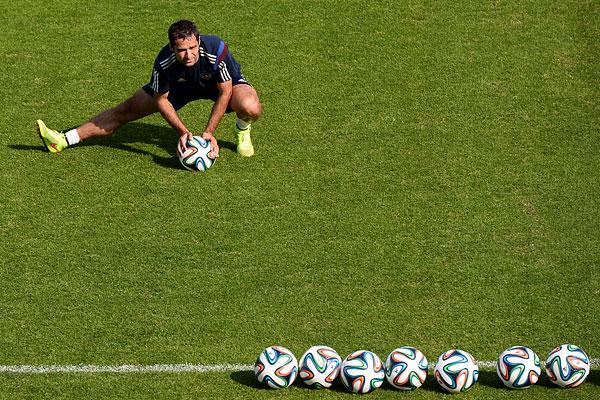 Игрок сборной России Роман Широков на тренировке перед товарищеским матчем со сборной Марокко.