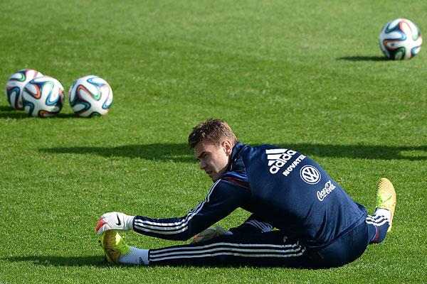 Вратарь сборной России Игорь Акинфеев на тренировке перед товарищеским матчем со сборной Марокко.