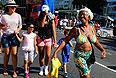 Набережная — Авенида Атлантика. Район Копакабана назван по ранее находившейся здесь рыбацкой деревне, которая, в свою очередь, получила название от боливийского города Копакабана. Место проведения рио-де-жанейрского карнавала.