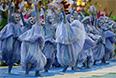 Танцоры во время открытия.