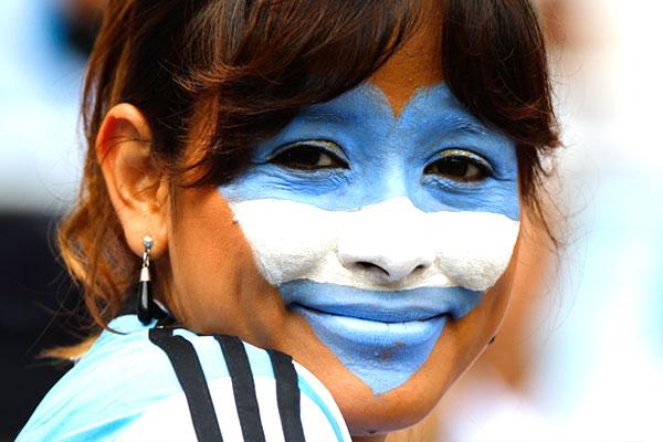 Бело-голубое сердце за Аргентину.