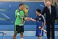 Мануэль Нойер (слева) стал лучшим вратарем чемпионата, а Лионель Месси - лучшим игроком турнира.