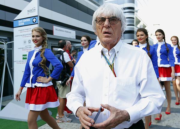 """Генеральный промоутер """"Формулы-1"""" Берни Экклстоун в паддоке Сочи."""