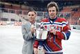 Виктор Тихонов (слева) и капитан сборной СССР Вячеслав Фетисов с Кубком СССР по хоккею 1989 года.