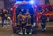 """Раненого мужчину эвакуируют со стадиона """"Стад де Франс"""", на котором в пятницу вечером сборная Франции играла с командой Германии. Рядом с ареной произошло несколько взрывов."""