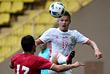 В борьбе за верховой мяч Олег Шатов (№17)