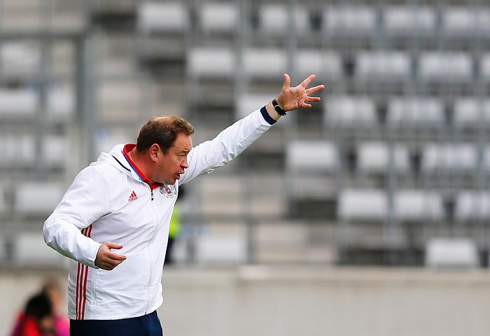 Главный тренер сборной России Леонид Слуцкий, по совместительству работающий в московском ЦСКА