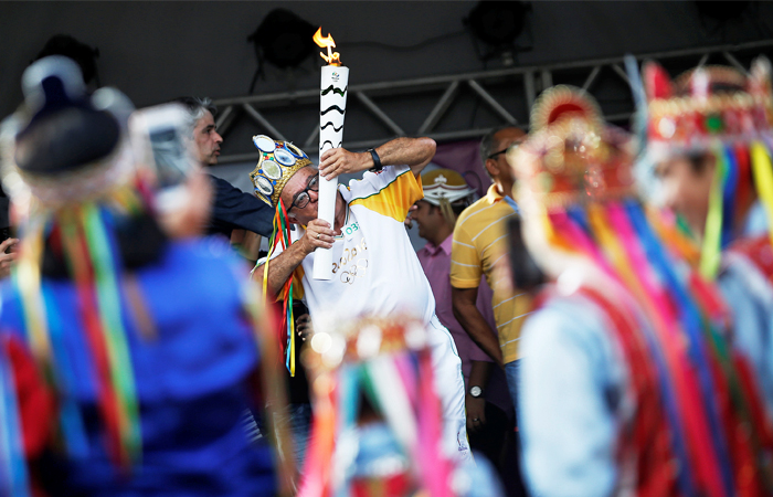 Огонь Олимпиады был зажжен 21 апреля 2016 года в храме Геры в Олимпии. Национальная эстафета олимпийского огня стартовала 3 мая и завершится 5 августа на стадионе в Рио-де-Жанейро во время торжественной церемонии открытия Олимпийских игр. Эстафета проходит по всем 26 штатам страны и включает около 250 городов, охватывающих 90% населения Бразилии. В ней примут участие 12 000 факелоносцев.