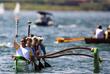Олимпийский символ в каноэ на озере Параноа в Бразилиа