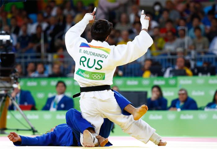 Россиянин Беслан Мудранов стал олимпийским чемпионом Рио-2016, выиграв соревнования дзюдоистов в весовой категории до 60 кг. В финальном поединке он одержал победу над представителем Казахстана действующим чемпионом мира Елдосом Сметовым. Эта золотая медаль стала первой наградой в копилке олимпийской сборной России на Играх в Рио.