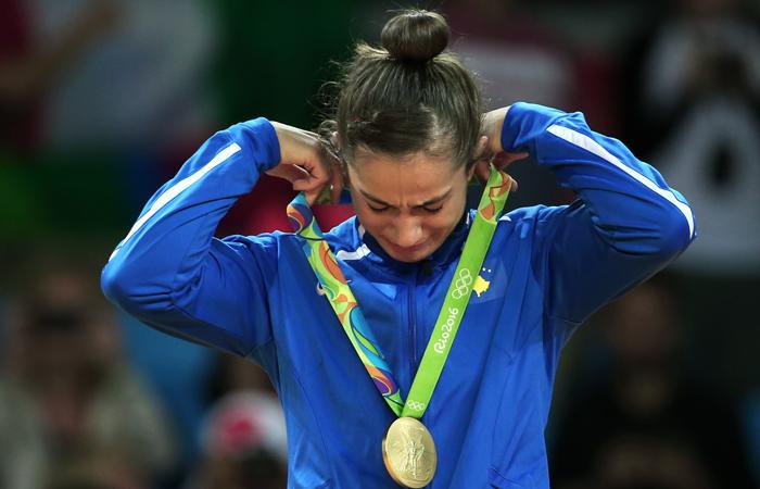 Дзюдоистка из Косово Майлинда Кельменди, выступающая в весовой категории до 52 кг, стала первой в истории страны олимпийской чемпионкой. В финальной схватке она одолела представительницу Италии Одетте Джуффриду.