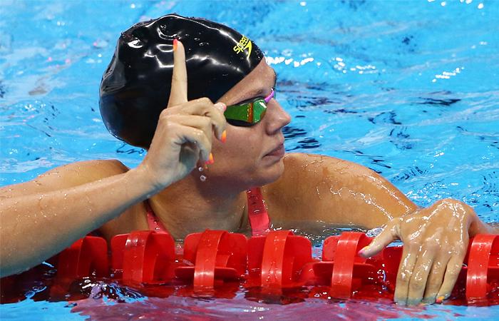 Российская пловчиха Юля Ефимова, которую в последний момент допустили к участию в Олимпиаде, выиграла свой полуфинальный заплыв на 100 м брассом, отпраздновав достижение победно поднятым указательным пальцем. Этот жест не понравился американке Лилли Кинг, которая будет бороться с Ефимовой в финале. Спортсменка из США заявила, что не испытывает симпатии к россиянке, которую несколько лет назад отстраняли от соревнований из-за допинга.