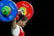 Китайская тяжелоатлетка Дэн Вэй (весовая категория - до 63 кг) улучшила свой предыдущий рекорд в толчке до 147 кг и установила новый мировой рекорд по сумме упражнений - 262 кг