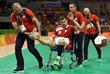 Польский спортсмен Михаил Юрецкий получил травму лодыжки во время гандбольного матча между сборными Польши и Египта
