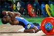 Колумбийский штангист Оскар Фигероа после победы в соревнованиях тяжелоатлетов в весовой категории до 62 кг