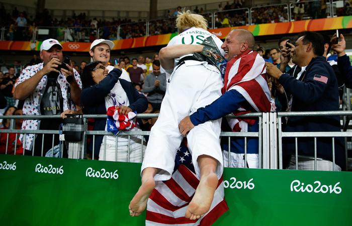 Американка Кайла Харрисон после победы в соревнованиях по дзюдо в весовой категории до 78 кг