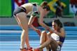 Новозеландская бегунья Никки Хэмблин прервала забег ради упавшей на дистанции американки Эбби Д'Агостино. Инцидент произошел во время полуфинального забега на 5000 метров. Спортсменки столкнулись, и Д'Агостино не смогла продолжить соревнование. Тогда Хамблин остановилась и помогла сопернице подняться и завершить забег. После финиша американка обняла соперницу и поблагодарила за помощь, после чего ее увезли с арены на инвалидной коляске. Травма спортсменки оказалась несерьезной. Обе девушки были допущены в финал.