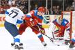 Вратарь сборной России Сергей Бобровский спасает ворота команды
