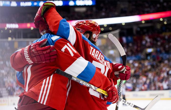 Игроки сборной России после победы в матче Кубка мира по хоккею между сборными командами России и Финляндии