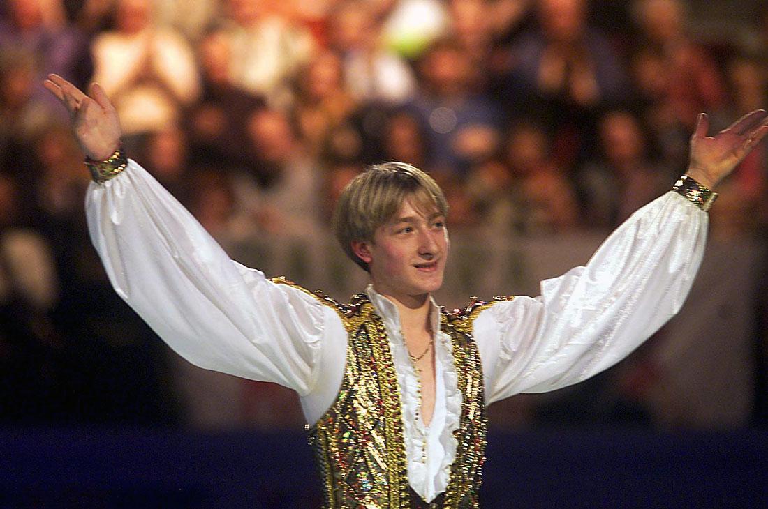 В феврале 2000 года 17-летний Плющенко завоевал свое первое золото в рамках крупнейших турниров. Он стал лучшим на чемпионате Европы в Вене.